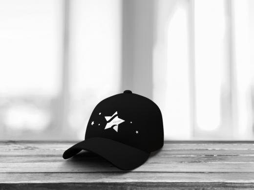 Mockup en noir et blanc d'une casquette de la marque shine