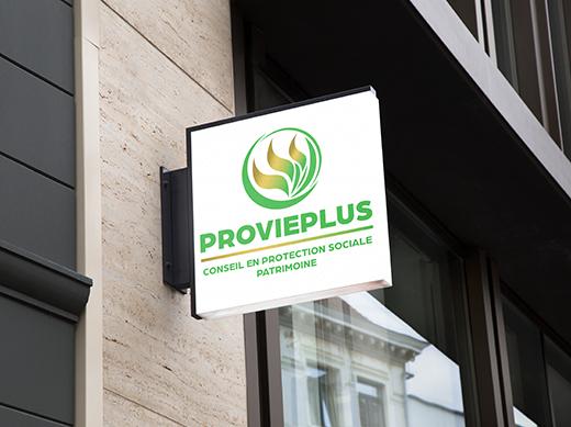 Logo Provieplus représentant des flammes dans un rond vert sur une enseigne de vitrine